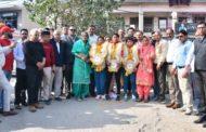 हिमाचल की दंगल गल्र्स का बददी पहुंचने पर नागरिक अभिनंदन