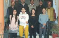 सूत्रधार कला संगम कुल्लू का 16 सदस्यीय दल इटारसी मध्य प्रदेश के लिए रवाना