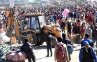 ढालपुर मैदान में अस्थाई दुकानों पर नगर परिषद ने चलाया पीला पंजा
