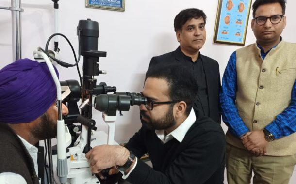 70 रोगियों के नेत्रों की जांच कर बांटे मुफत चश्मे व दवाईयां