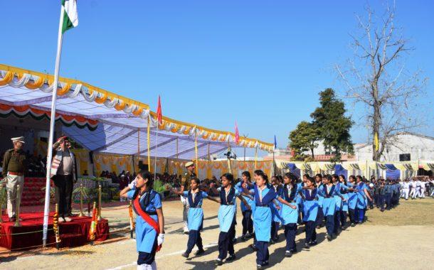 गणतंत्र दिवस समारोह में स्वास्थ्य मंत्री विपिन परमार ने फहराया राष्ट्रीय ध्वज