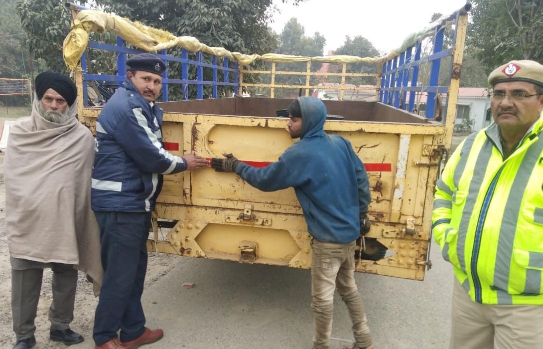 यातायात पुलिस ने चलाया विशेष अभियान, 22 वाहनों के किए चालान