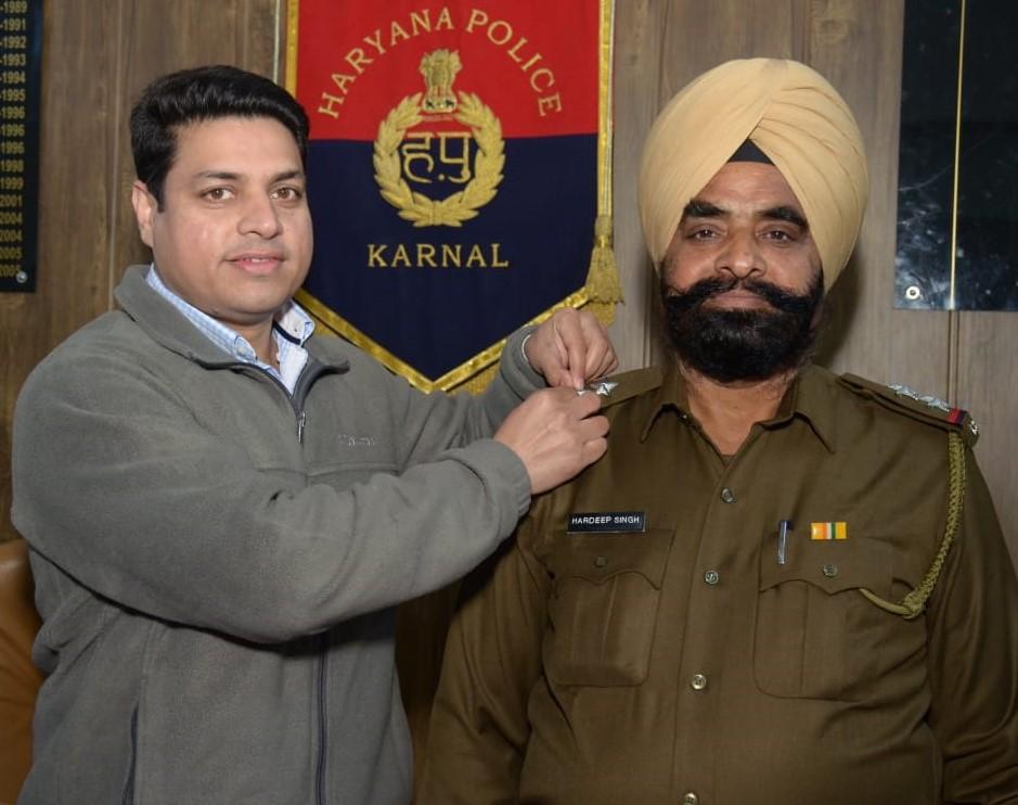 एसपी ने किया सहायक उप-निरीक्षक हरदीप सिंह को पदौन्नती पर सम्मानित