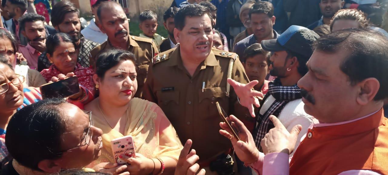 Baddi international School की छात्रा से हुए दुष्कर्म मामले में आ रहे हैं नए मोड ,आरोपी की माता ने बेटे को बेकसूर करार दिया वहीं गुस्साए लोगों ने मांगी फांसी