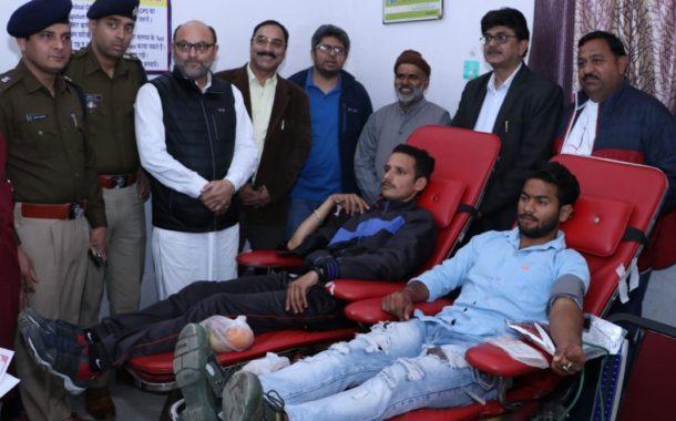 दौलतपुर चौक में रक्तदान शिविर में 50 लोगों ने रक्तदान किया तथा 425 लोगों के स्वास्थ्य की जांच की गई