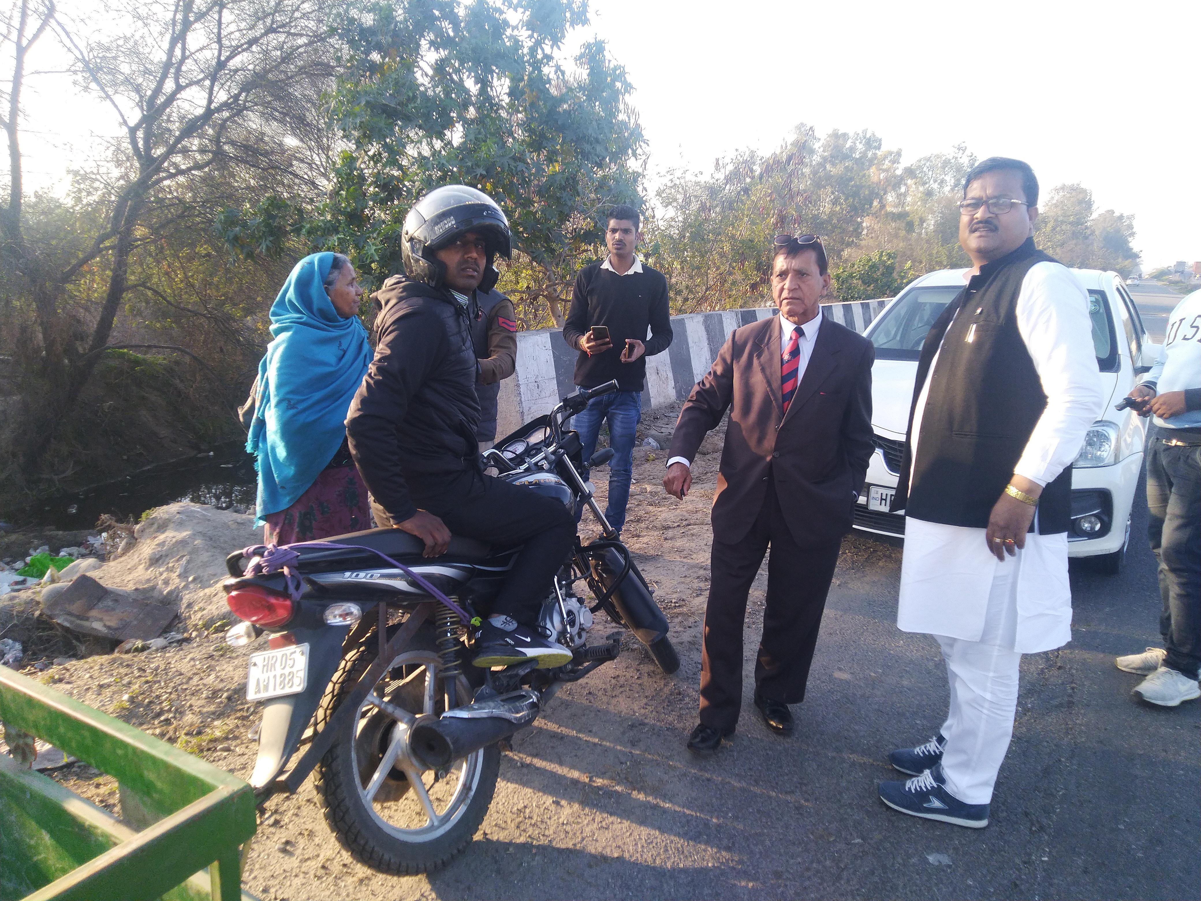 राष्ट्रीय राजमार्ग पर कचरा डालने पर अंतरराष्ट्रीय फ़ूड ब्रांड केएफसी को नोटिस देने के निर्देश
