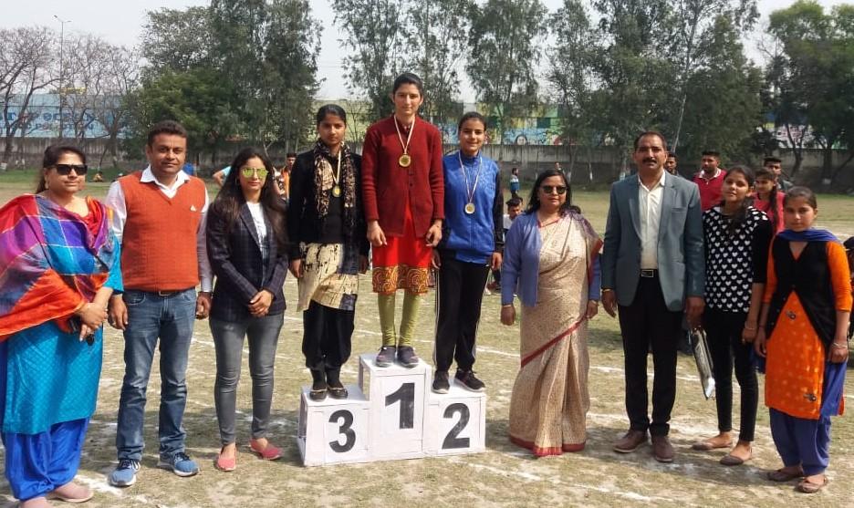 महाविद्यालय में वार्षिक खेलकूद प्रतियोगिता संपन्न, समापन समारोह में अंतराष्ट्रीय घुड़सवार रितु दहिया ने किया विजे