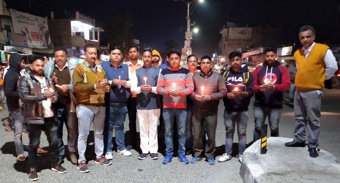पुलवामा हमले की प्रथम वरसी पर टाहलीवाल बाजार में जवानों को दी श्रदांजलि