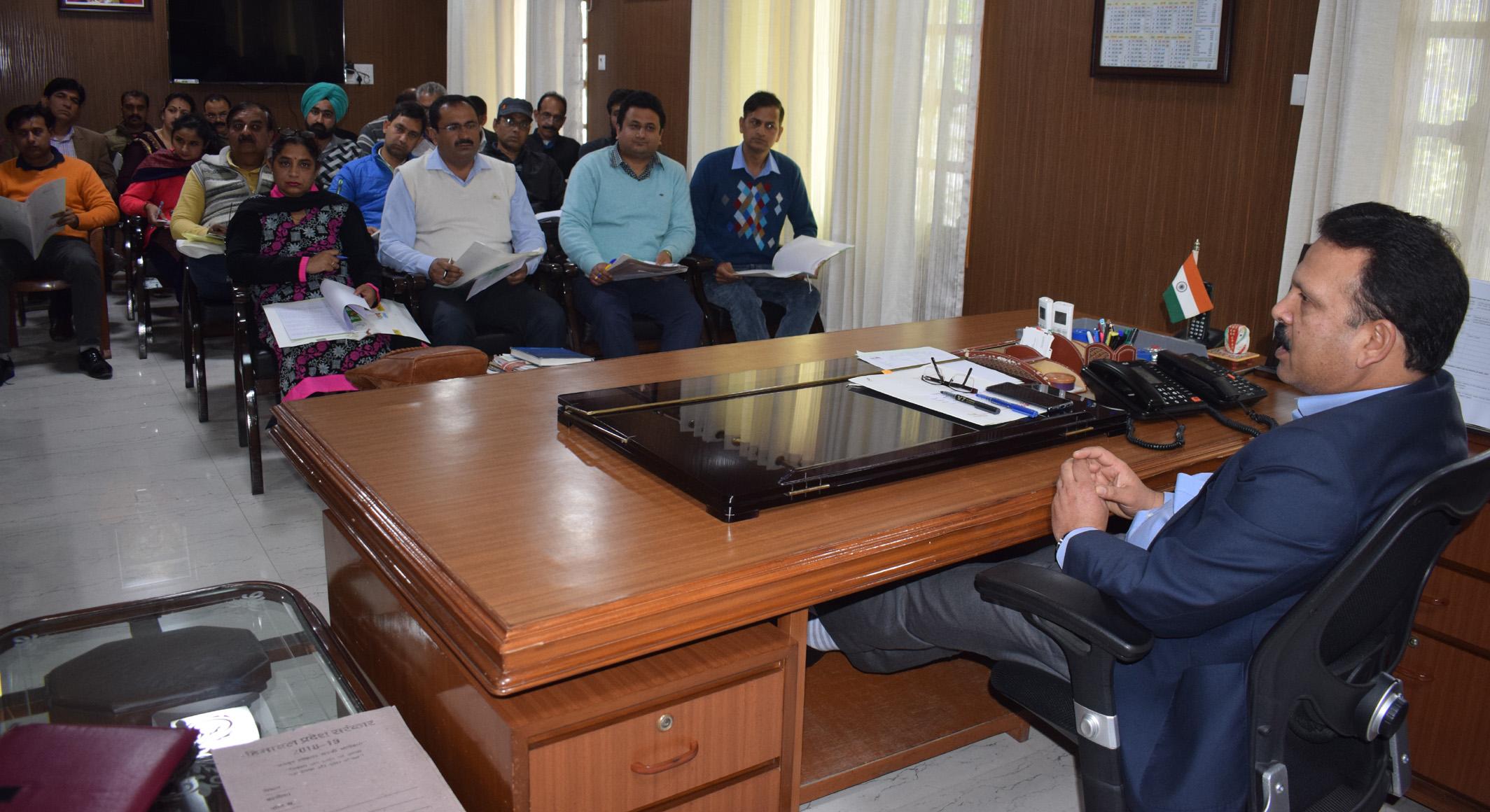 प्रधानमंत्री के 15 सूत्रीय कार्यक्रम को प्रभावी ढंग से लागू करें अधिकारीः डीसी