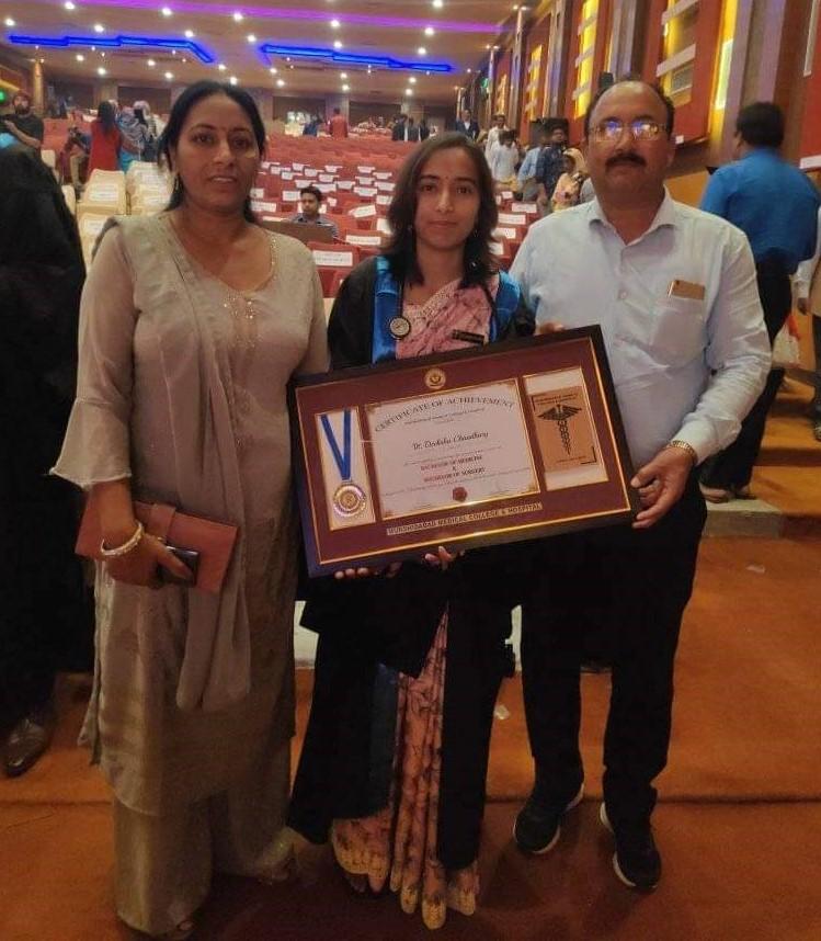 नैना देवी की 23 वर्षीय दीक्षा चौधरी एमबीबीएस डॉक्टर बनी
