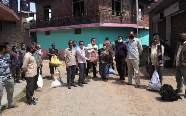 कोरोना संघर्ष समिति ढकरियाणा द्वारा 22 प्रवासी मज़दूर परिवारों को राशन व मास्क वितरित किए