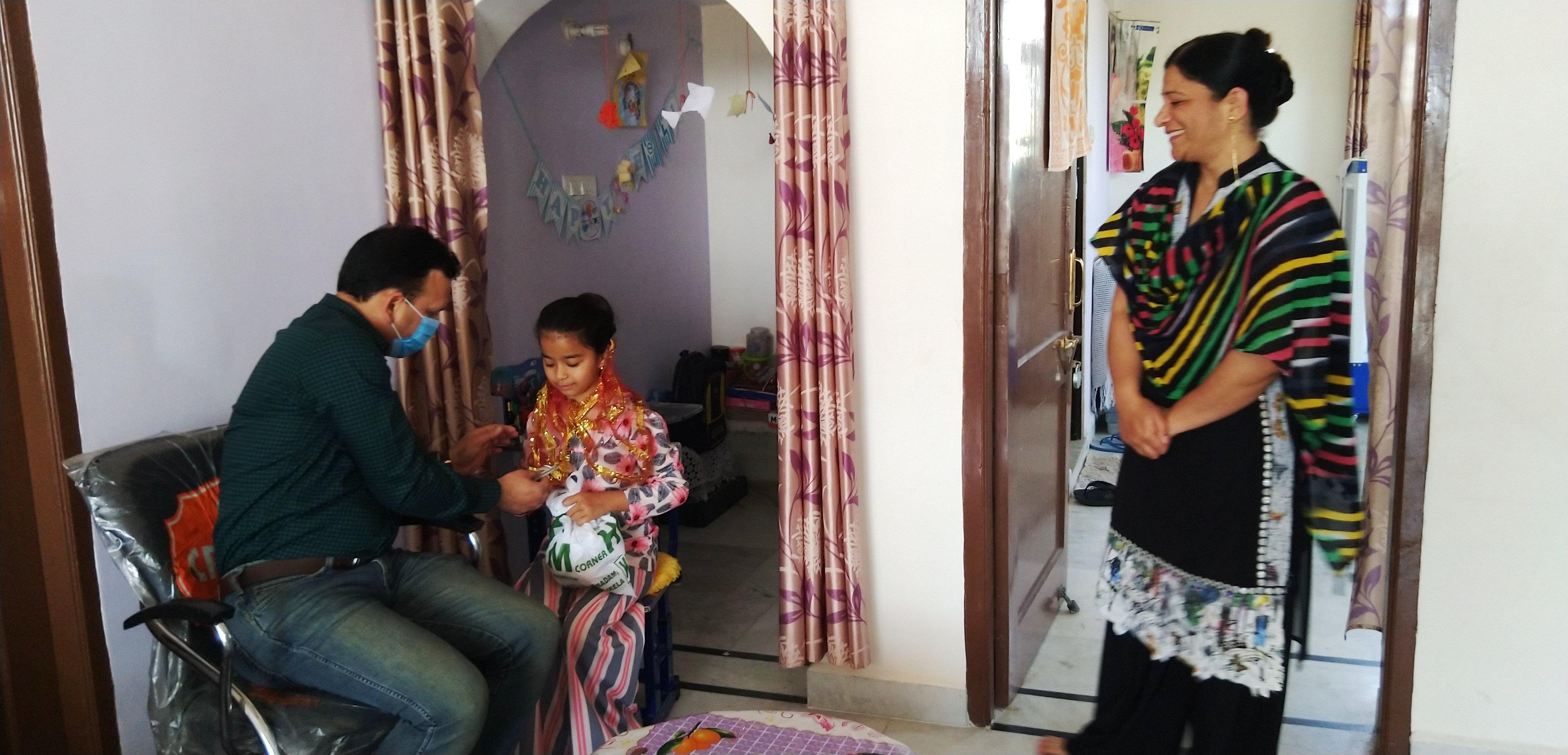 डीसी संदीप कुमार ने जेब खर्च दान में देने वाली मन्नत का किया कन्या पूजन