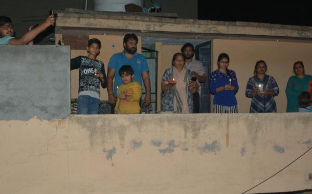 ....और दीयों से जगमगा उठी जुंडला नगरी, अप्रैल में दिखा दीवाली सा माहौल, प्रधानमंत्री मोदी की अपील पर बंद रखी लाईटें