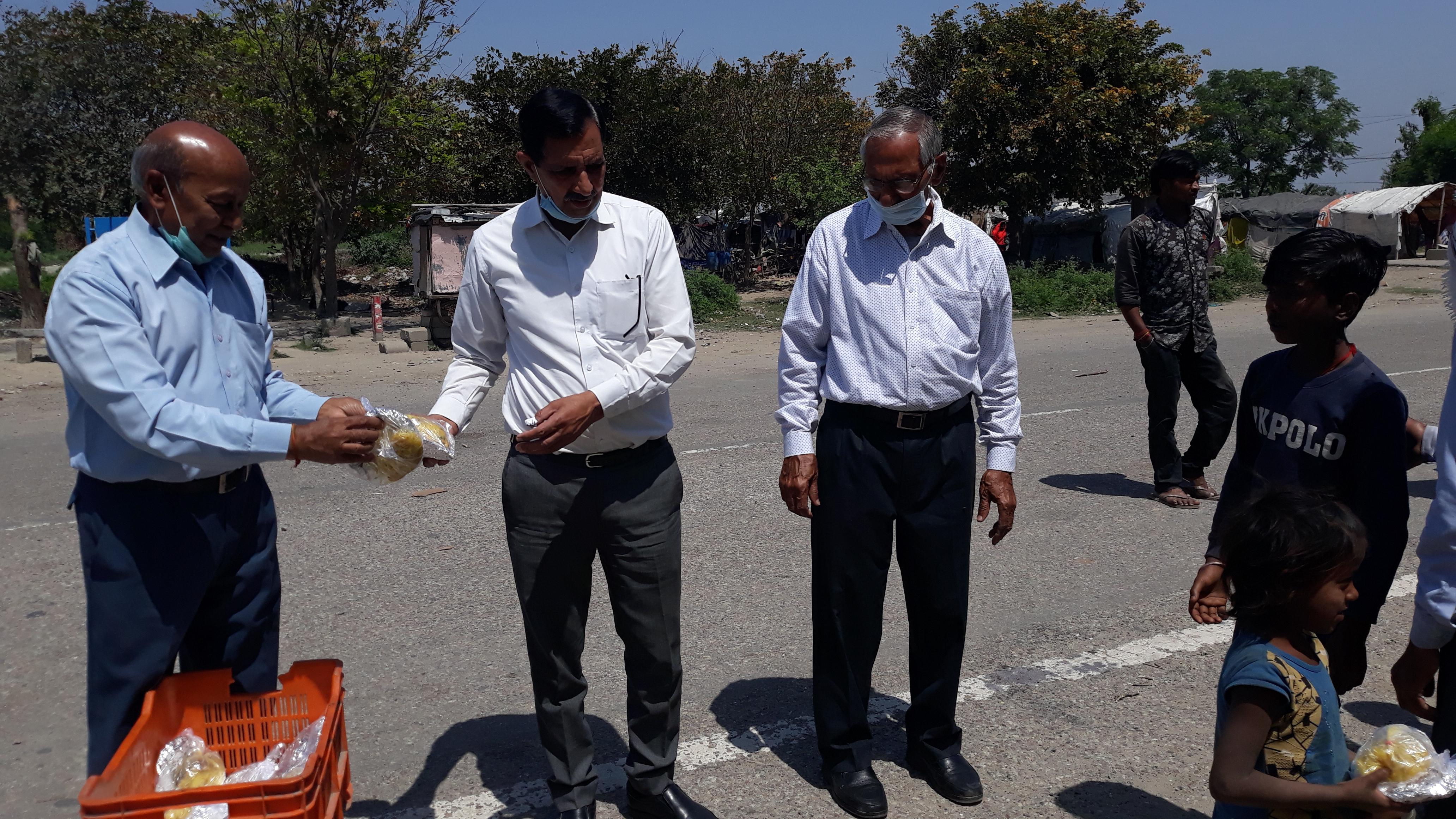 श्री विष्णु मंदिर सभा ने बाटी भोजन की 500 किट
