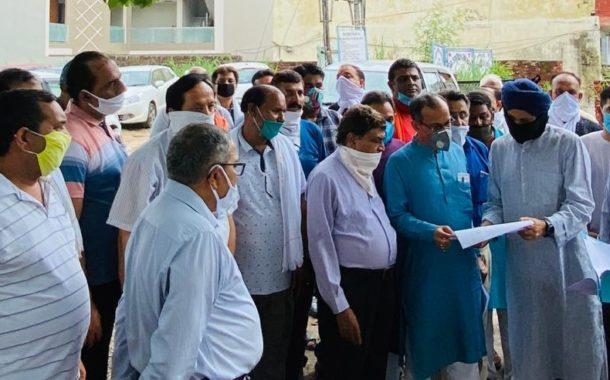 भाजपा पूर्व प्रदेश अध्यक्ष सतपाल सिंह सत्ती ने ऊना में चल रहे विभिन्न विकास कार्यों और प्रस्तावित निर्माण स्थानों का किया दौरा