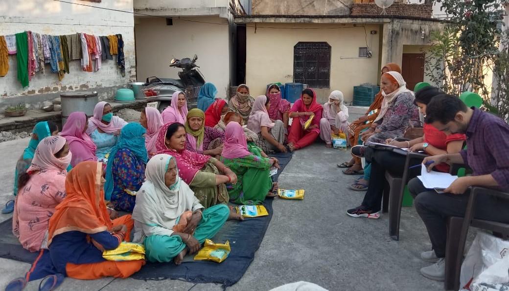 कृषिविभाग ने किसानों को वितरित किया निशुल्क मक्खन घास
