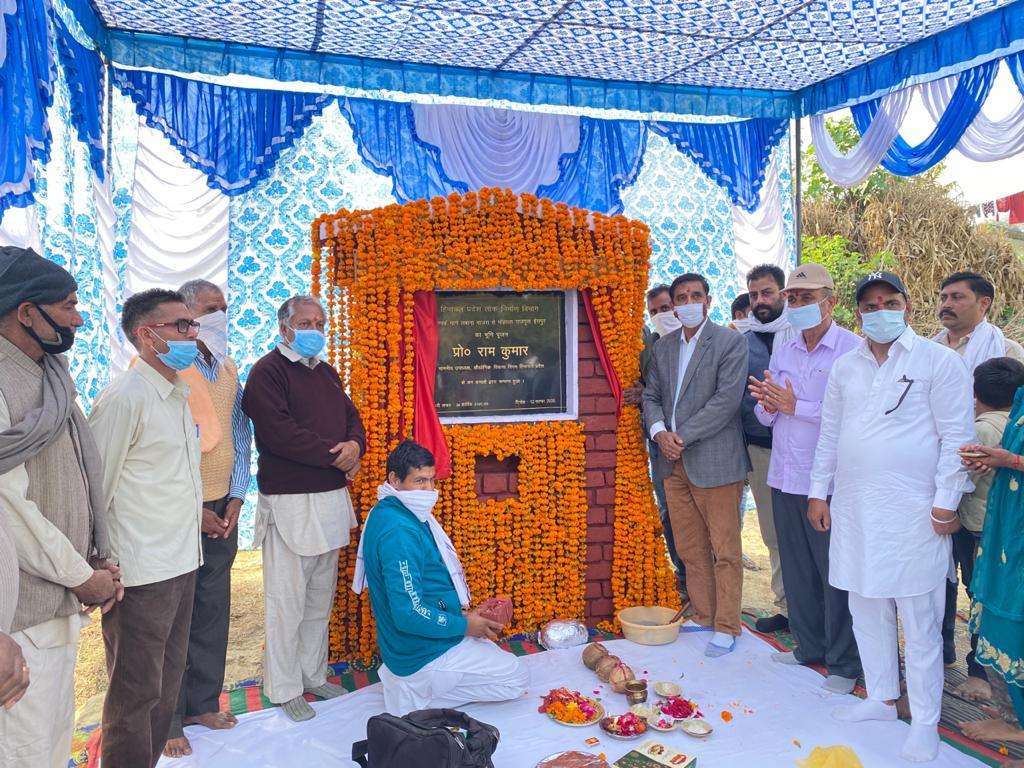 प्रो० राम कुमार ने ईसपुर में 25 लाख से बनने वाली संपर्क सडक़ का किया भूमि पूजन