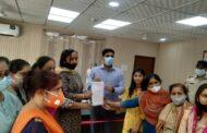 निकिता की हत्या के विरोध में महिला समाज सेवियों ने दिया डीसी को ज्ञापन