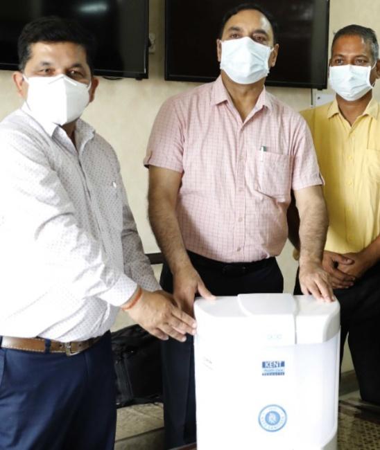 ऊना भाजपा ने अस्पताल को दी सैनेटाइज़ मशीन, भाजपा के लिए सेवा ही प्राथमिकता:पठानियाँ