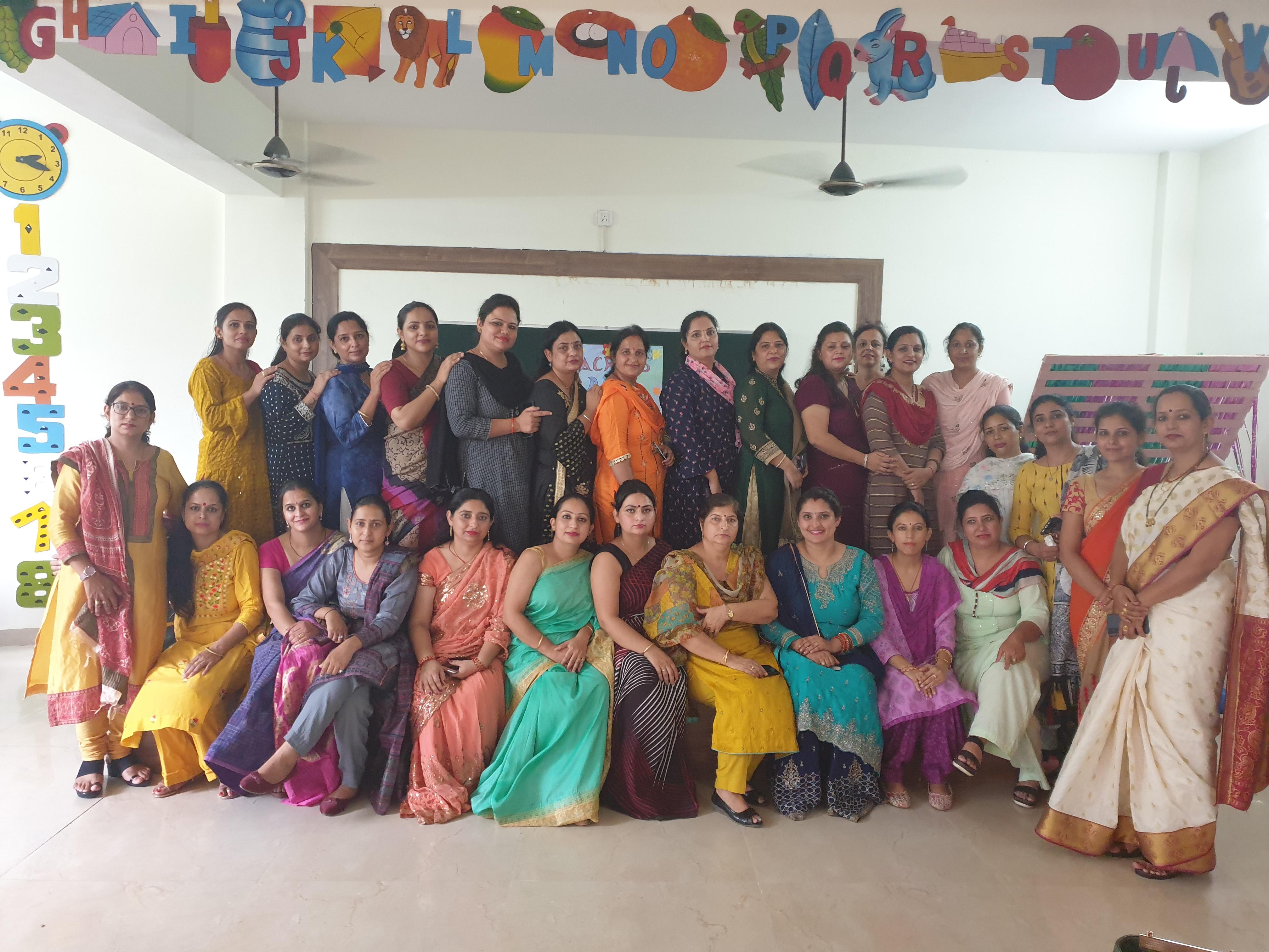 वशिष्ठ पब्लिक स्कूल में शिक्षक दिवस धूमधाम से मनाया